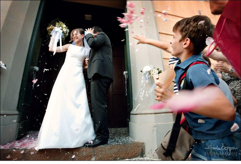 uscita sposi chiesa matrimonio