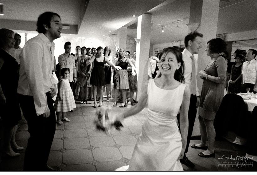 lancio bouquet ricevimento la femme matrimonio