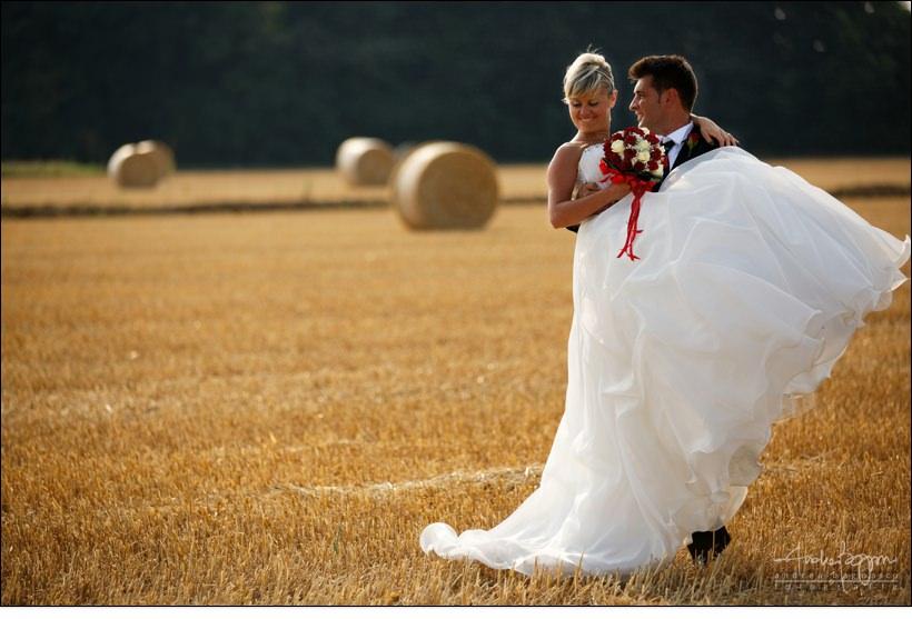 sposi matrimonio balle fieno