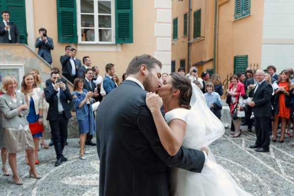 bacio sposi matrimonio santa maria assunta camogli