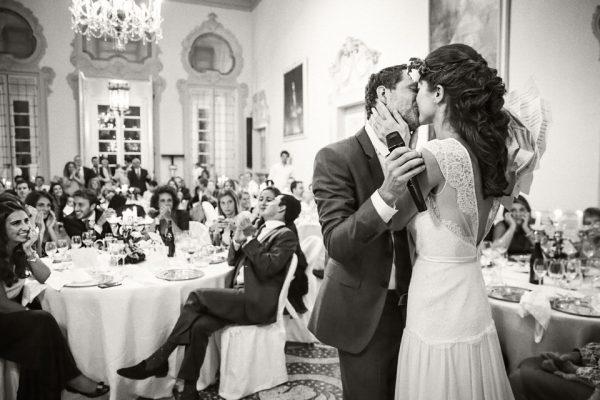 bacio sposi reportage matrimonio