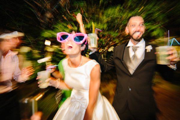 sposi festeggiano villa faraggiana