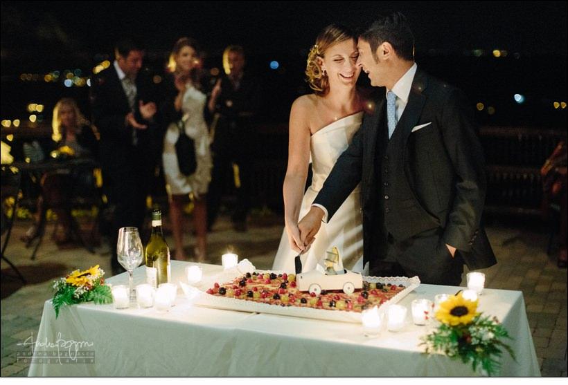 taglio torta matrimonio bricco rosso langhe
