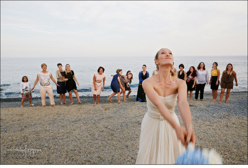 lancio bouquet toss beach wedding matrimonio