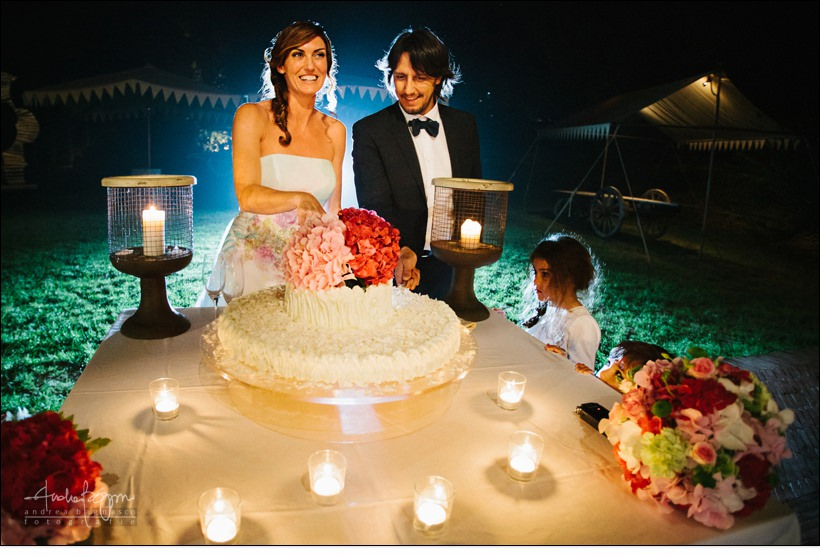 taglio torta villa sparina matrimonio