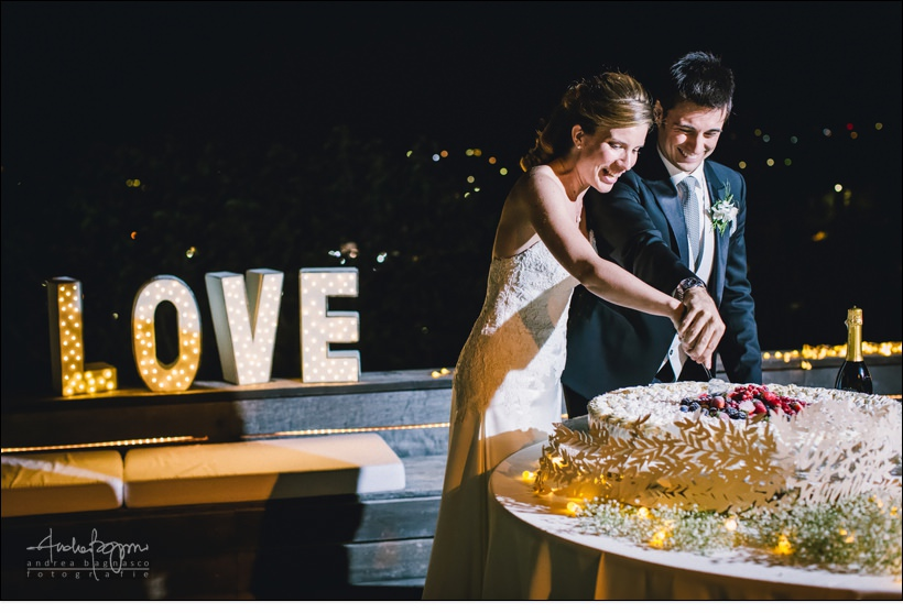 taglio torta matrimonio orangerie villa lagorio love