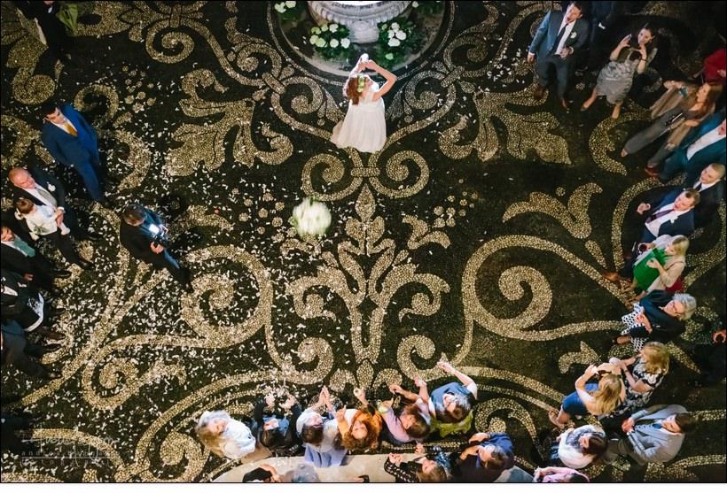 bouquet toss villa durazzo wedding