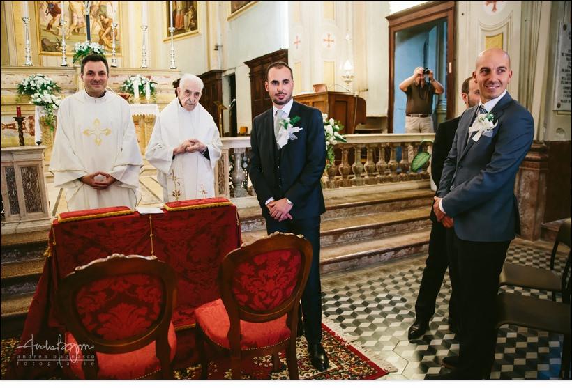 sposo all'altare matrimonio
