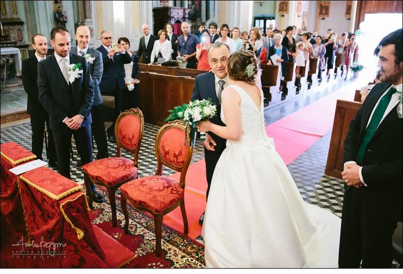 bacio altare sposa padre