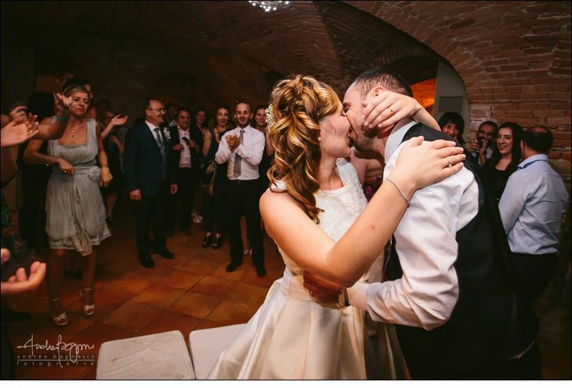 bacio sposi matrimonio monferrato