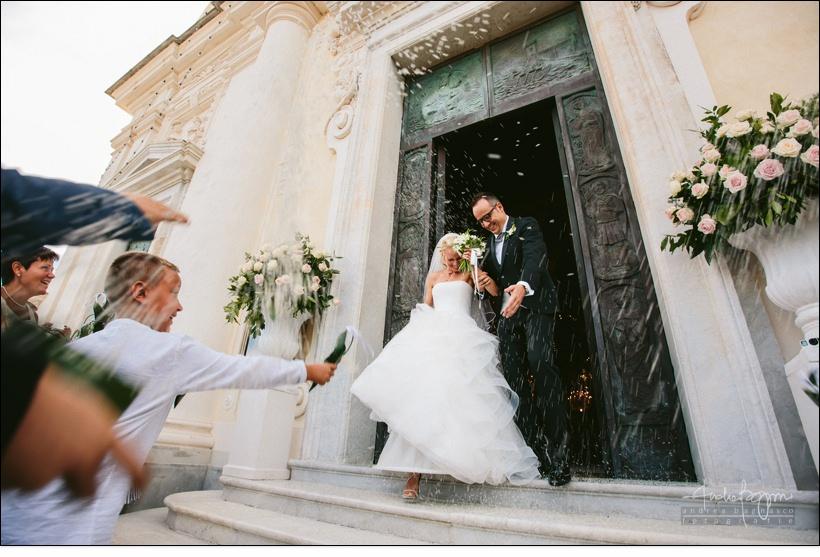riso sposi uscita chiesa