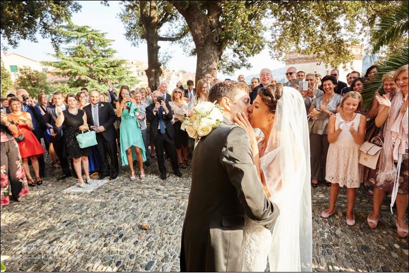 bacio sposi matrimonio diano castello