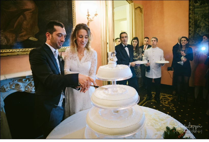 cake cutting wedding in genova