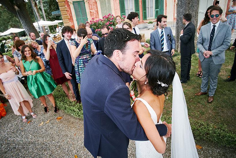 bacio sposi matrimonio villa faraggiana