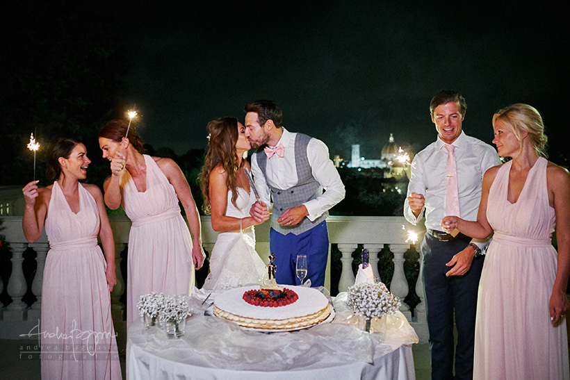 cake cutting kiss
