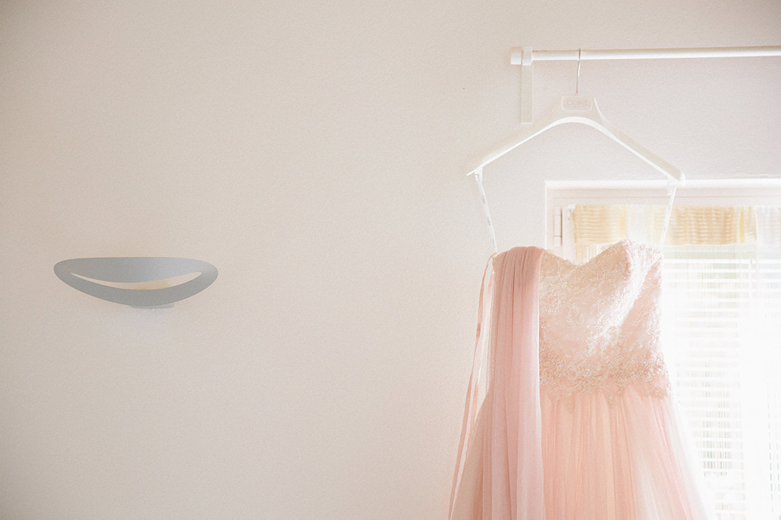 dettaglio abito sposa rosa