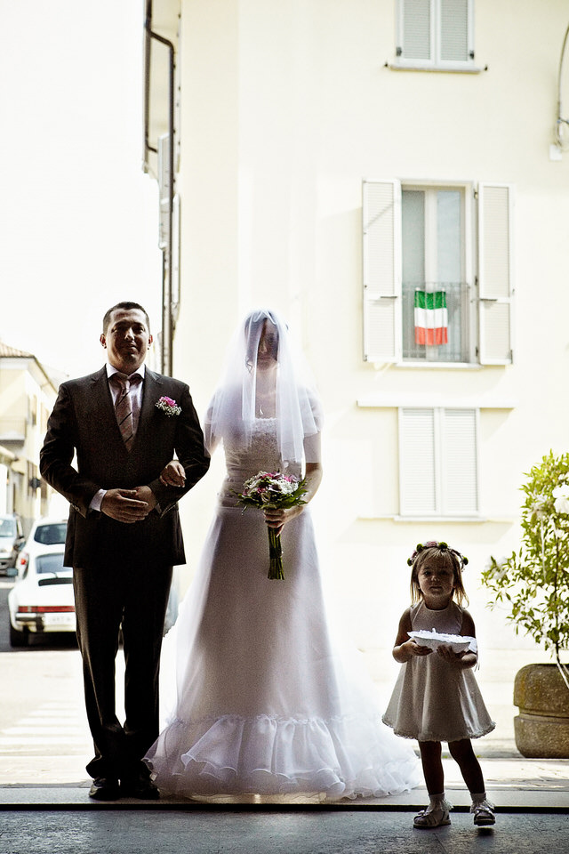bride entering church italian flag