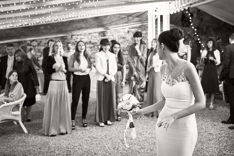 lancio bouquet matrimonio castello canevaro