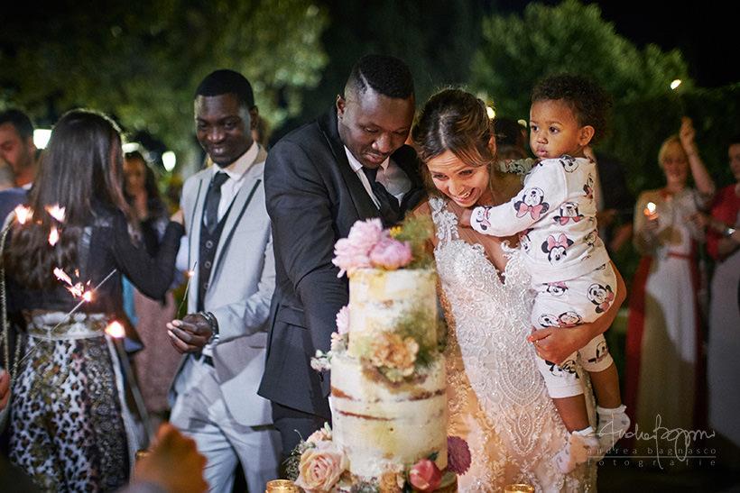taglio torta matrimonio Chiara e Lys Villa Marigola