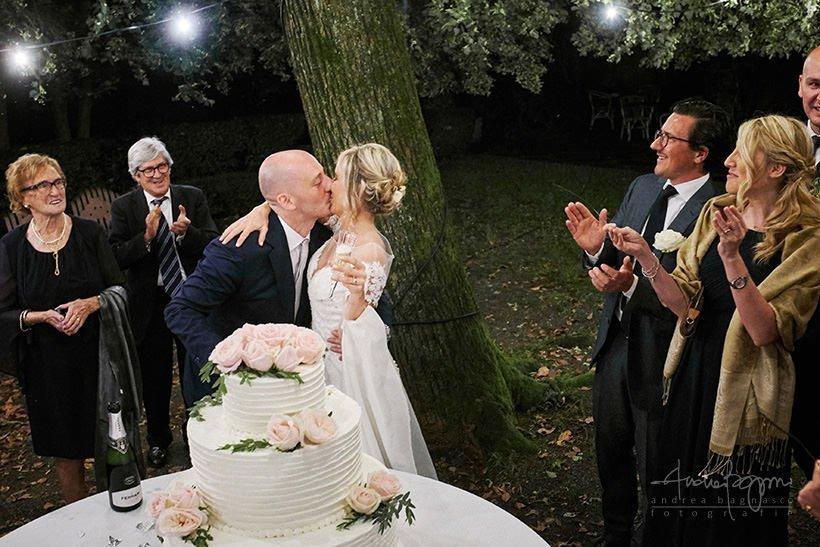 bacio sposi matrimonio villa cernigliaro