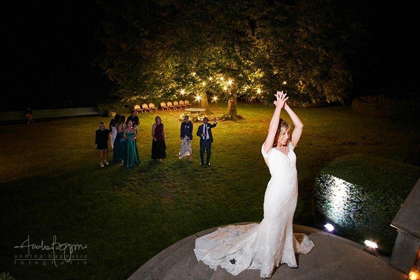 lancio bouquet matrimonio