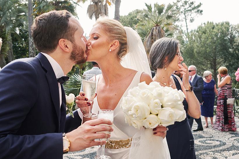 bacio sposi matrimonio villa durazzo