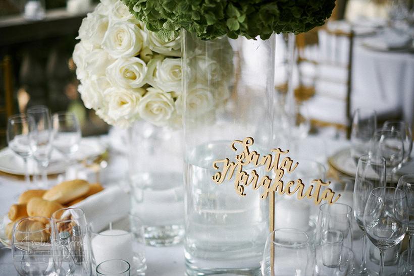 dettaglio tavoli oro e bianco matrimonio