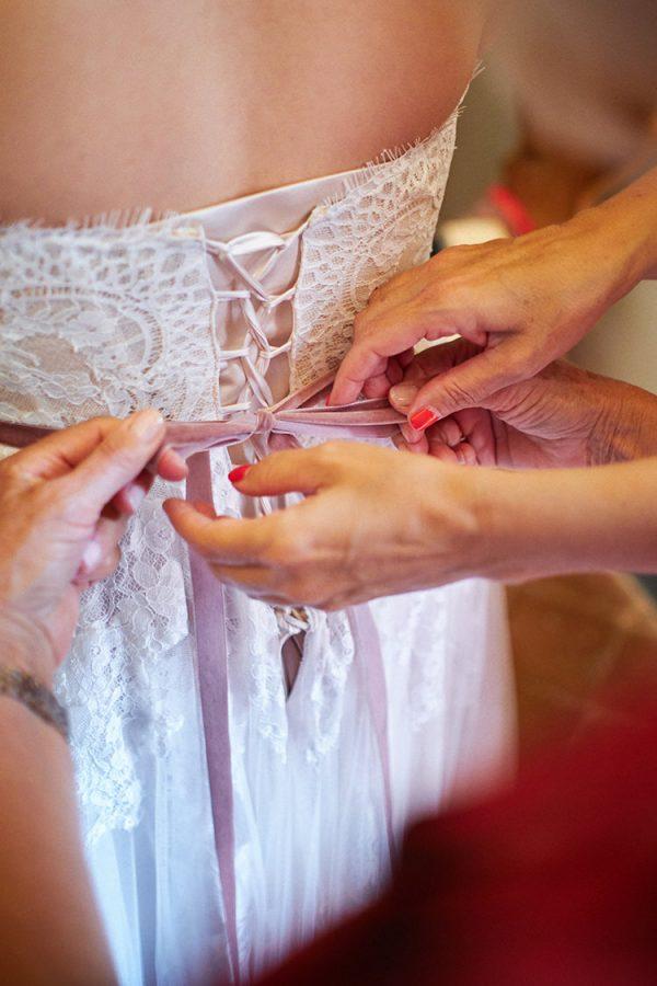 dettaglio abito sposa matrimonio eremo della maddalena