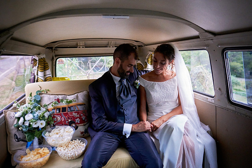sposi nel pulmino Volkswagen matrimonio
