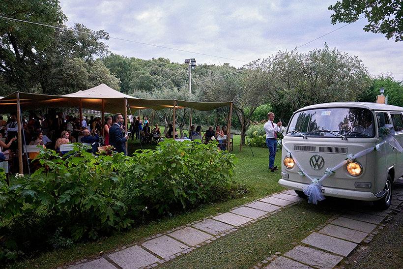 arrivo sposi pulmino Volkswagen Tenuta la Ginestra
